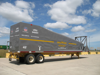 Union Pacific's employee-designed Arrowedge(R) uses aerodynamic technology for fuel and locomotive emissions reductions on double-stack intermodal freight trains.  (PRNewsFoto/Union Pacific)