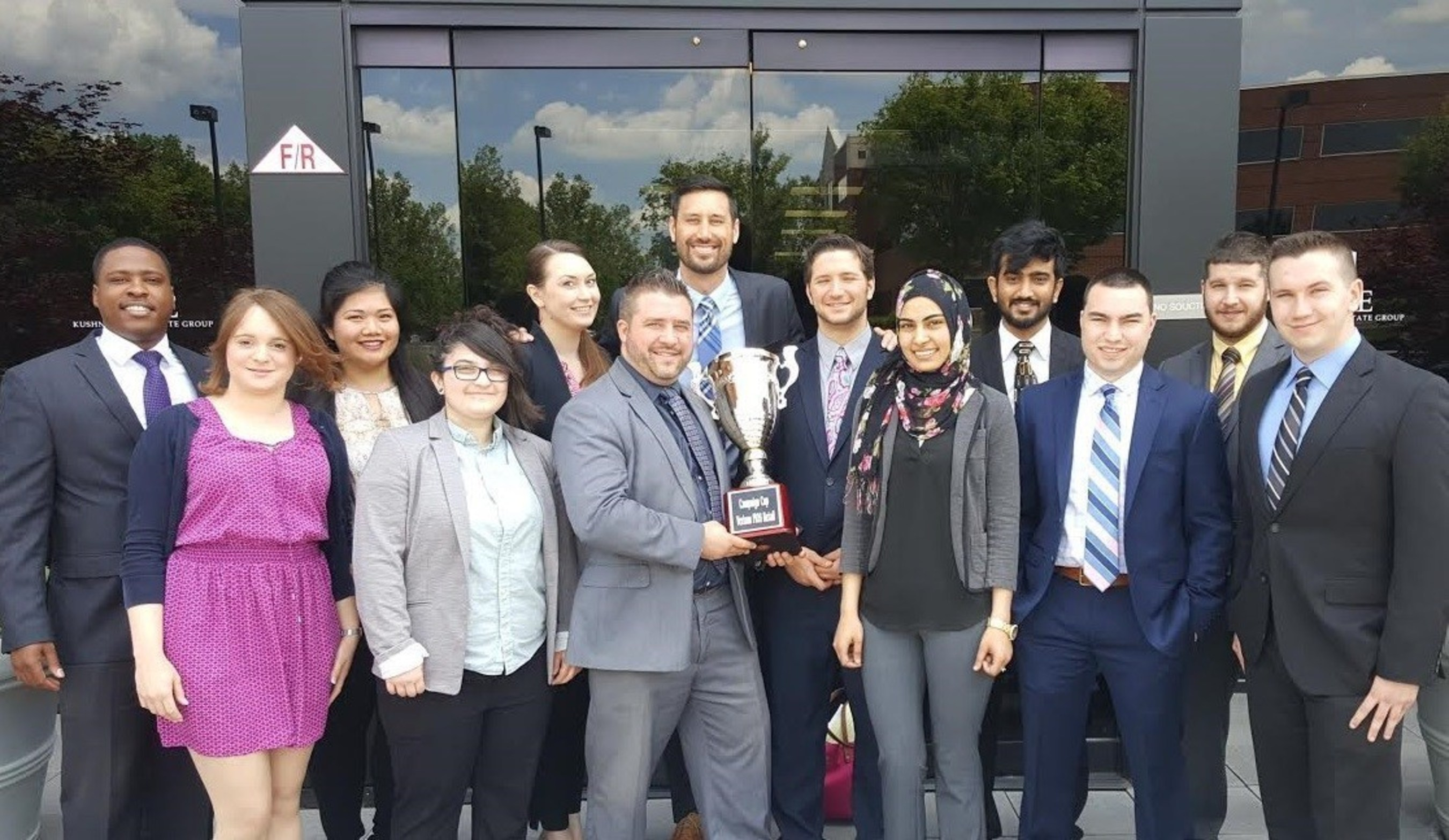 New Jersey-based sales and marketing firm Viogee received national sales campaign honors for the first quarter of 2016. President Martin Chan and Viogee staff were honored to receive the quarterly Campaign Cup award.