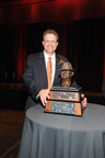 "Gus Malzahn (Auburn) receives the 2013 Paul ""Bear"" Bryant Coach of the Year Award in Houston. www.alexandersportraits.com.  (PRNewsFoto/American Heart Association)"