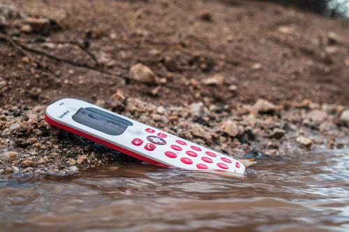 SpareOne Plus Emergency Phone exposed to water. (PRNewsFoto/DryWired) (PRNewsFoto/DRYWIRED)