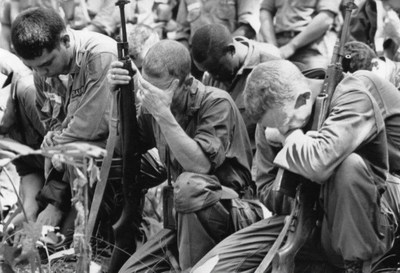 American soldiers await evacuation from Vietnam