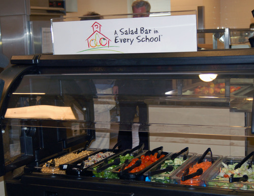 Elementary School Salad Bar Funded by Whole Kids Foundation.  (PRNewsFoto/Whole Foods Market)