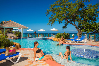 The new all-inclusive Jewel Paradise Cove Beach Resort & Spa in Runaway Bay, Jamaica. (PRNewsFoto/Aimbridge Hospitality)