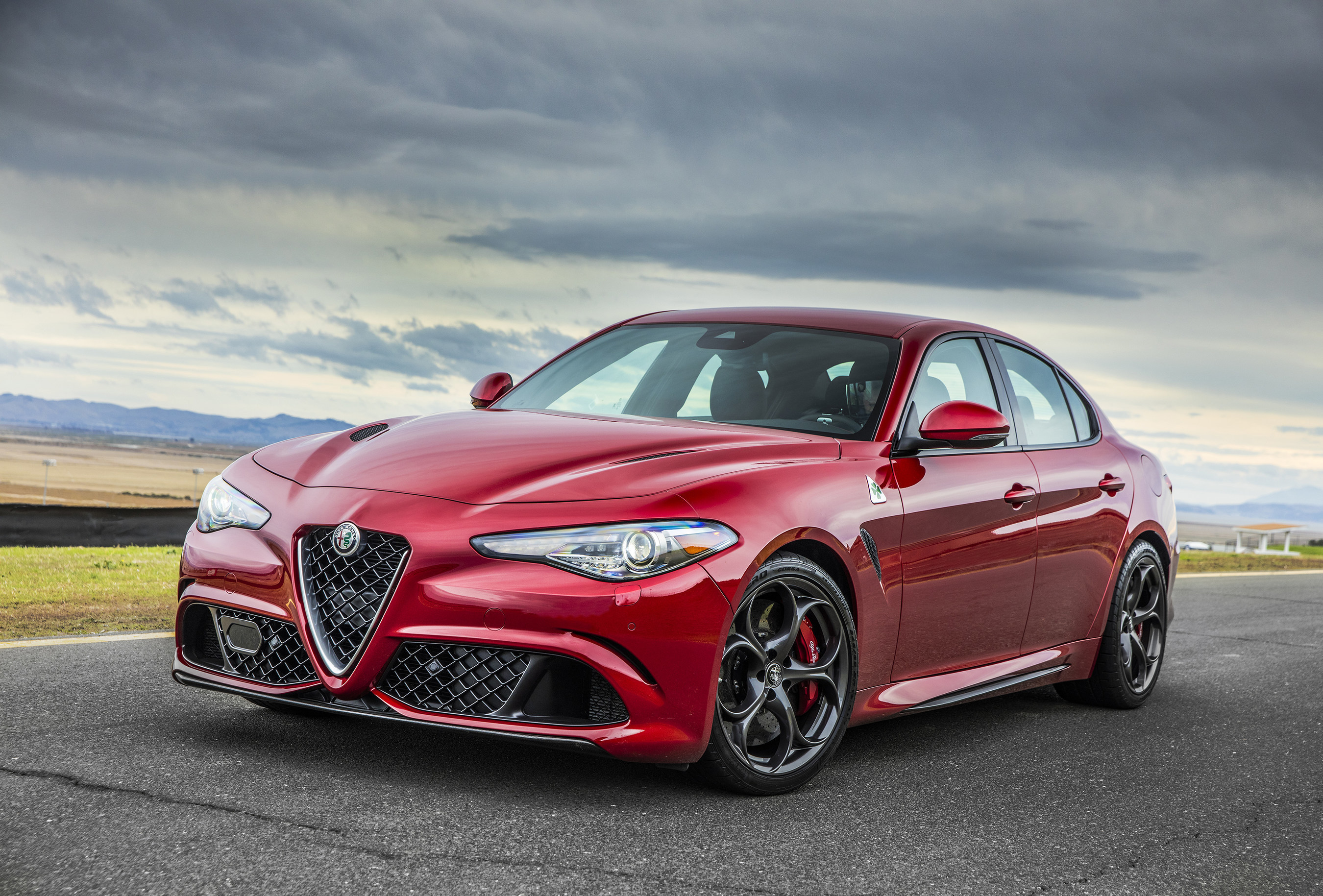 All-new Alfa Romeo Giulia Named 2017 Auto del Ano(C) (Car of the Year) in Mid-size Sedan Segment by Hispanic Motor Press
