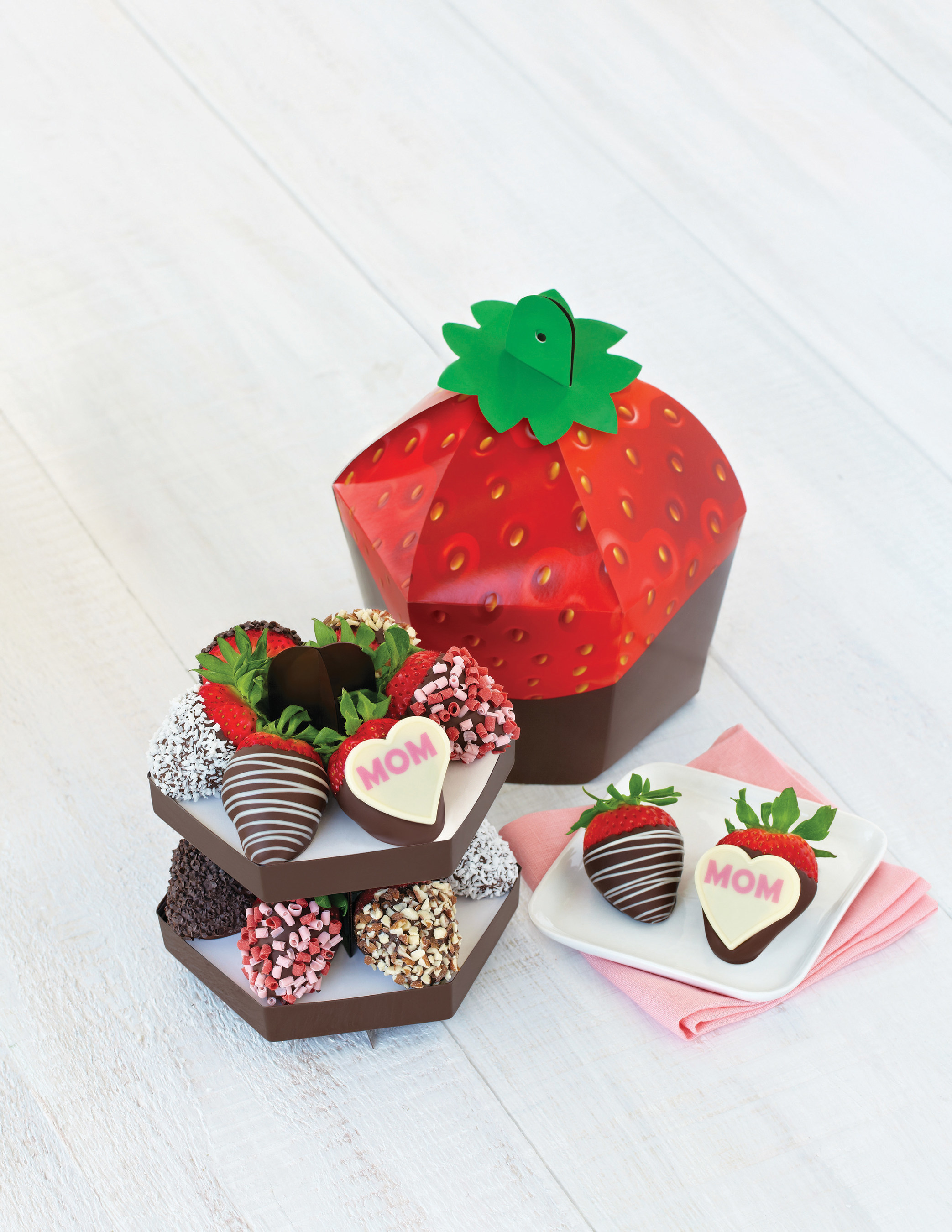 Edible Arrangements(R) Debuts New Mother's Day Signature Berry Box(TM)