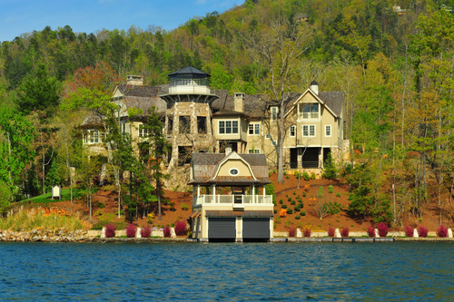 Auction June 27th of Georgia Lakefront Estate by Concierge Auctions LakeBurtonAuction.com.  (PRNewsFoto/Concierge Auctions)