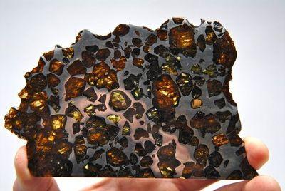 Am kommenden Donnerstag schließt eine einzigartige Auktion von 50 seltenen Meteoriten. Eine derartige Meteoritenauktion wird zum 1. Mal in Europa gehalten. Die Online Auktion (www.catawiki.de/meteoriten) wird von Catawiki, Auktionshaus für Sammler, gehalten. In der Auktion werden u.a. ein Stein von Mars und eine Anzahl Meteoriten des Chondrit Typs versteigert. Die Meisten der 32, in Deutschland gefundenen Meteoriten, sind von diesem Typ. (PRNewsFoto/Catawiki)