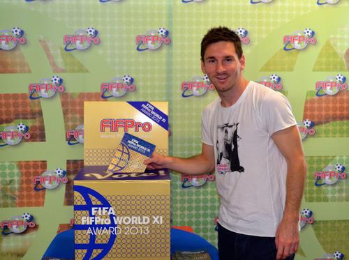Lionel Messi geeft startsein voor FIFA FIFPro World XI verkiezing