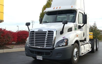 A Penske Truck Rental natural gas (CNG) semi-tractor from its commercial truck rental fleet will be on display at the 2016 ACT Expo.