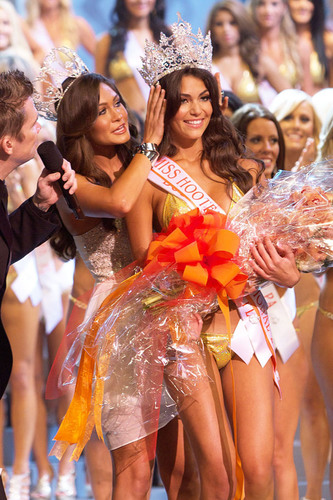 Amanda Jemini from Boca Raton, FL was crowned Miss Hooters International 2012.  (PRNewsFoto/Hooters of America,  ...