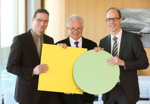 """Dr. Laurin Paschek (General Manager Zimpel Media-Daten GmbH), Carl-Eduard Meyer (General Manager news aktuell GmbH) and Frank Stadthoewer (General Manager news aktuell GmbH) (from left to right). dpa subsidiary news aktuell GmbH today announced it has acquired 100 % of shares in the Zimpel Media-Daten GmbH, joining forces of two leading German p.r. service providers. Editorial use of this picture is free of charge. Please quote the source: """"ops/Ulrich Perrey/news aktuell GmbH"""" (PRNewsFoto/news aktuell GmbH)"""