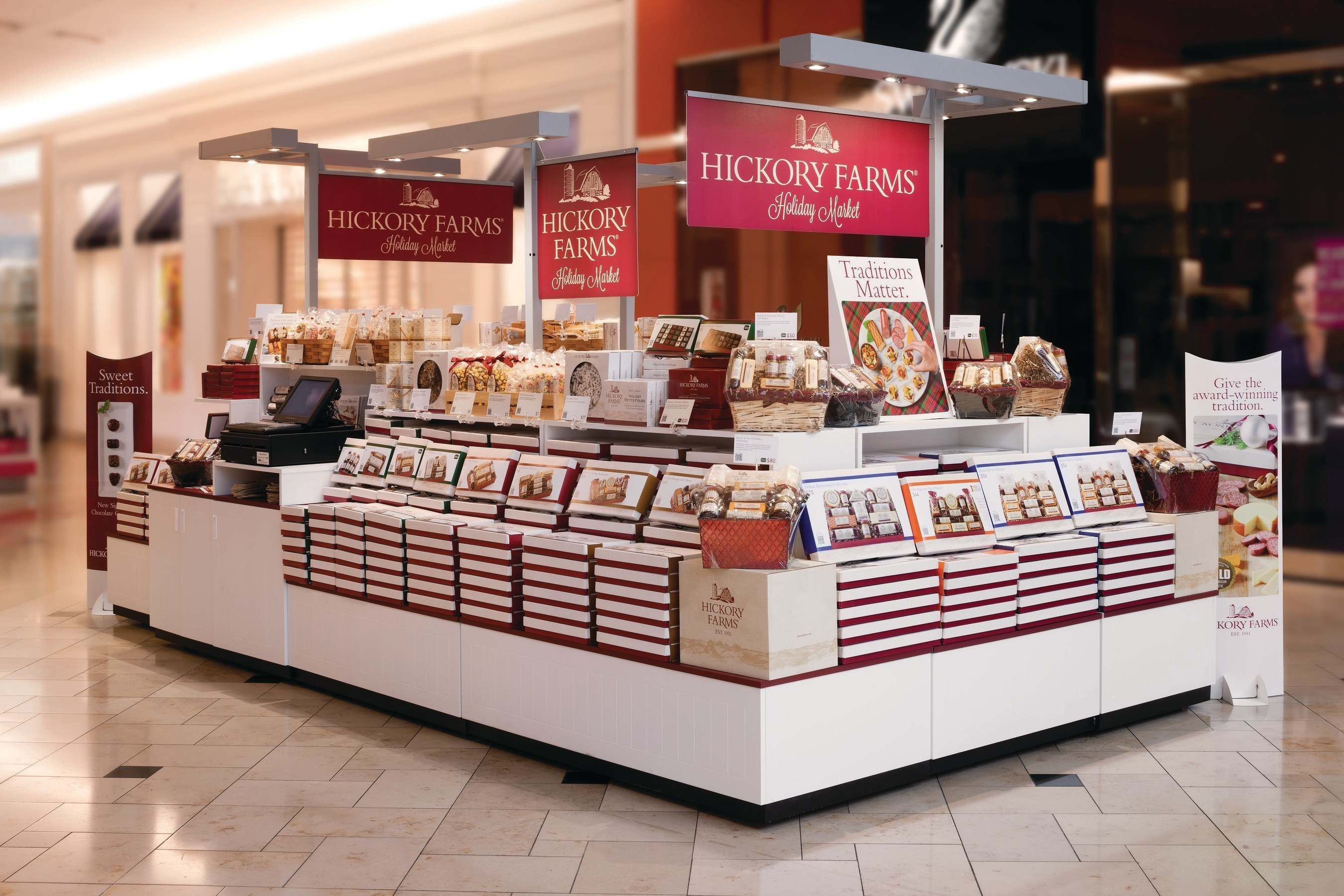Hickory Farms Grand Opening Ushers in Holiday Season