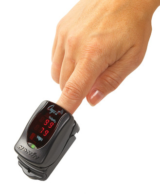 Nonin Medical's Onyx(R) II Model 9560 finger pulse oximeter is now compatible with Qualcomm Life's 2net(TM) Platform for wireless health solutions.  (PRNewsFoto/Nonin Medical, Inc.)