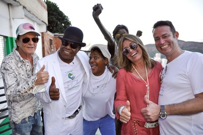 "From left to right: Director Ulli Lommel, Tito Jackson, singer and member of legendary Jackson 5, Brazilian singer Mart'nalia and German entrepreneurs Dr. Christian & Christiane Hirmer, founders of Campo Bahia, German team base camp at FIFA World Cup 2014 in Brazil, at the Michael Jackson statue in Santa Marta/ Rio de Janeiro during the video shoot of ""Winning by giving"". The song is Tito's answer to Michael's ""They don't care about us"" and hymn of the newly launched news and charity network mygoodplanet.com, founded by Dr. Christian & Christiane Hirmer and Ulli Lommel. (PRNewsFoto/Campo Bahia)"