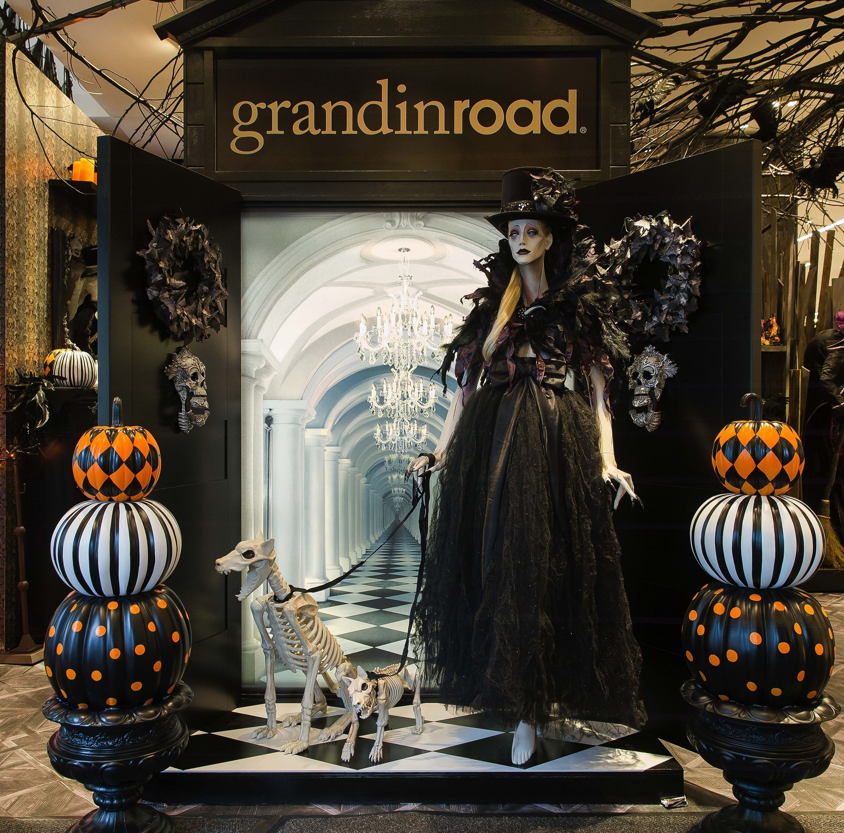 grandin road halloween concept shop entrance