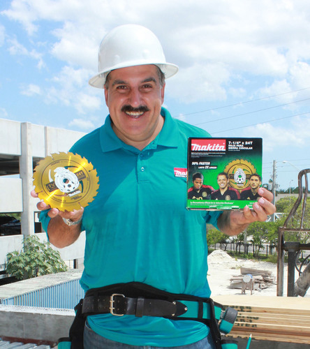 "Fernando Fiore, a leading voice in Spanish-language soccer media, on the jobsite with Makita's exclusive 7-1/4"" Framing Blade featuring the logo of the Mexican National Soccer Team. (PRNewsFoto/Makita) (PRNewsFoto/MAKITA)"
