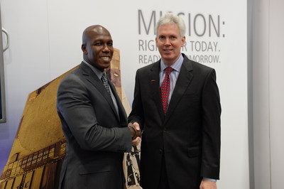 D. Wayne Robinson, president and CEO of Student Veterans of America (left), and Daniel J Crowley, president of Raytheon Integrated Defense Systems, announce the launch of the Raytheon Patriot Scholarship for U.S. Army student veterans during the 2014 AUSA Annual Meeting & Exposition.
