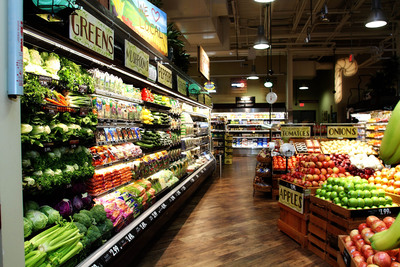 The new Market District Express offers a large variety of farm-fresh conventional and natural and organic produce as well as unique seasoned and international foods, an assortment of specialty cheeses, olives and charcuterie, more than 300 varieties of domestic, imported and craft beers, a dairy department, deli meats, self-service meat and seafood cases, candy, frozen products and floral.  (PRNewsFoto/Giant Eagle)