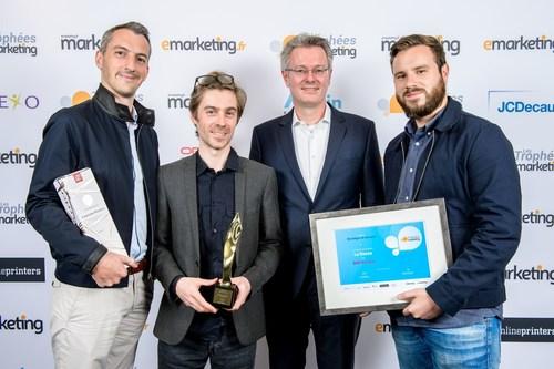 Michael Fries Onlineprinters et l'equipe de l'agence ledouze gagnante du trophee « Strategie de marque »pour la campagne BNP Paribas. Copyright: presswall.fr, Editialis (PRNewsFoto/Onlineprinters GmbH)