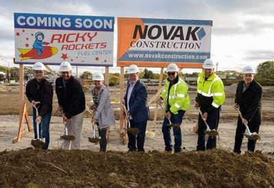 Novak/Ricky Rockets Construction Team (from left to right): Eric Grabowski (Heidner Properties, Inc.), Steve Bykowski (Novak), Mayor Sharon Rybak, Rick Heidner (Heidner Properties, Inc.), Pat Moriarity (Novak), Chad Deckinga (Novak), Greg Terwilliger (Novak).