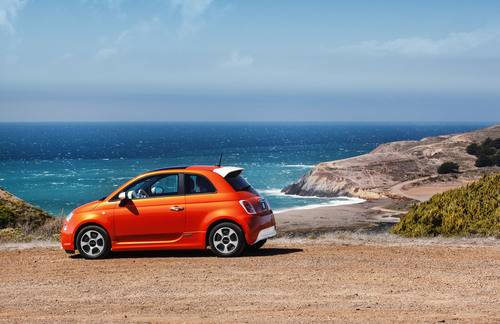 "Celebrity Fiat 500e ""Into the Green"" Charity Auction Kicks off on October 12.  (PRNewsFoto/Chrysler Group LLC)"