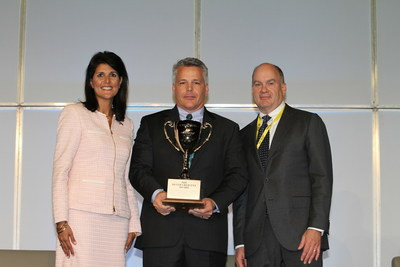 Chris Walsh, Seneca Plant Manager, BorgWarner TorqTransfer Systems (center), accepts a 2015 Silver Crescent Award for Manufacturing Excellence from South Carolina Governor Nikki Haley (left) and H. Lynn Harton, President and Chief Operating Officer, United Community Bank (right), during the South Carolina Manufacturing Conference and Expo.
