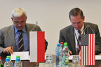 Mike Shaughnessy, Vice President of Supply Chain, Raytheon Integrated Defense Systems and Jerzy Milosz, Member of Board and Director of R&D, PIT-RADWAR sign a letter of intent to explore further partnership opportunities.