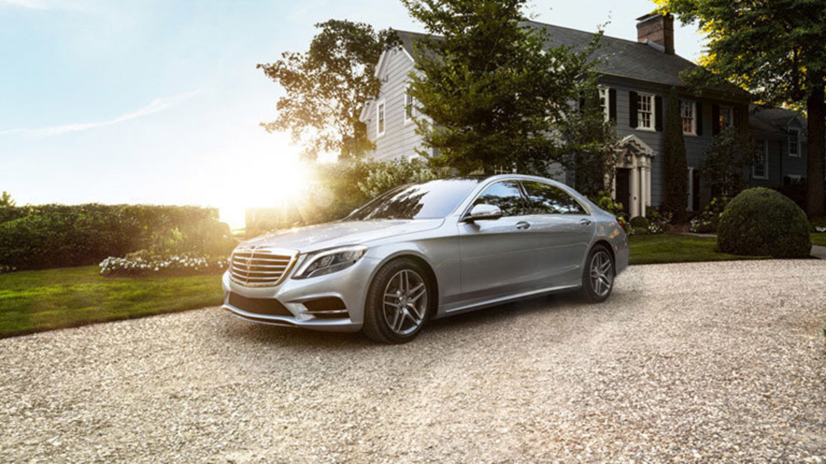 Shoppers will find high class luxury in the 2017 mercedes for Mercedes benz dealerships in chicago area