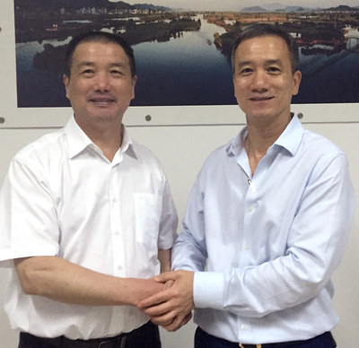Lixiang Chen (left), Chairman of the board of Zhejiang VIE Science & Technology CO., Ltd., and Chairman of the board of VIE Group CO., Ltd., shaking hands with KwokYin Chan (right), CEO of Protean Electric, after signing the investment agreement and JV contract at Zhejiang VIE Science & Technology Co. Ltd.