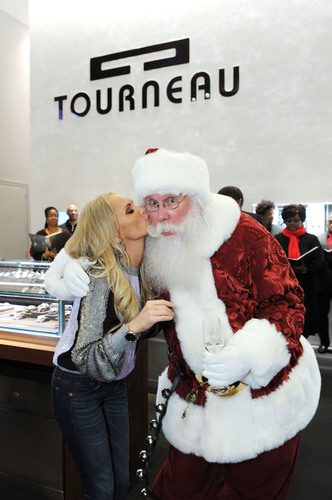 "Kristin Chenoweth Kisses Santa Under the ""World's Largest Mistletoe Ball"" at TOURNEAU.  (PRNewsFoto/TOURNEAU)"