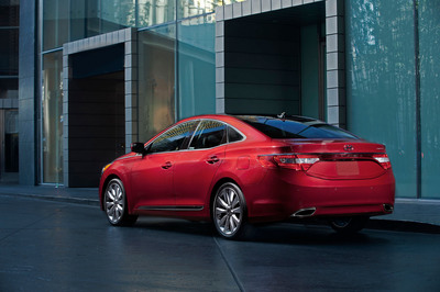 2014 AZERA STARTING PRICE LOWERED BY $1,250 WHILE RETAINING COMPELLING DESIGN, PERFORMANCE AND SAFETY APPEAL.  (PRNewsFoto/Hyundai Motor America)