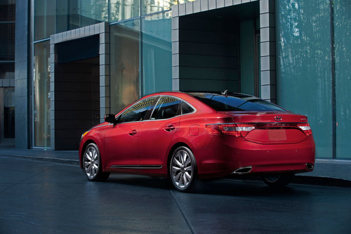 2014 AZERA STARTING PRICE LOWERED BY $1,250 WHILE RETAINING COMPELLING DESIGN, PERFORMANCE AND SAFETY APPEAL. (PRNewsFoto/Hyundai Motor America) (PRNewsFoto/HYUNDAI MOTOR AMERICA)