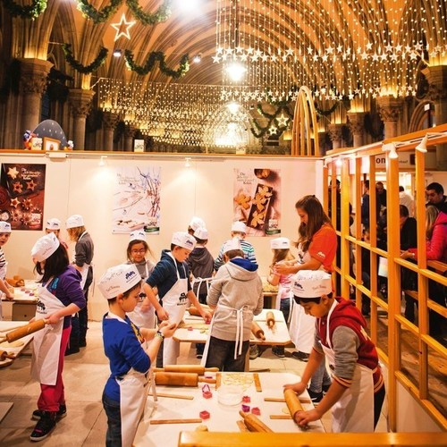 """Baking and handicrafts in """"Christkindl's Workshop"""": Inside the town hall, younger visitors can get involved in the baking and handicraft activities in """"Christkindl's workshop"""" to help the """"Christkindl"""" prepare for the festivities. Credits: kreitner & partner. (PRNewsFoto/Vienna Magic of Advent) (PRNewsFoto/Vienna Magic of Advent)"""