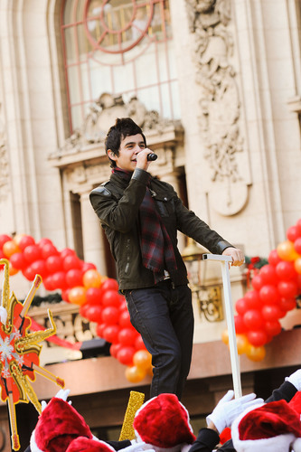 Recording Artist Performs in Holiday Parade Benefiting Children's Hospital