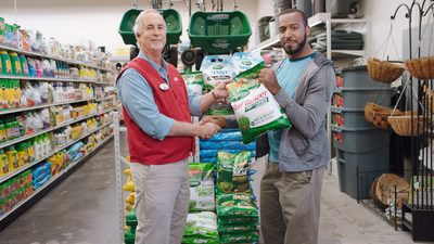 Ace Hardware Employee Discusses Scott's Turf Builder With Customer