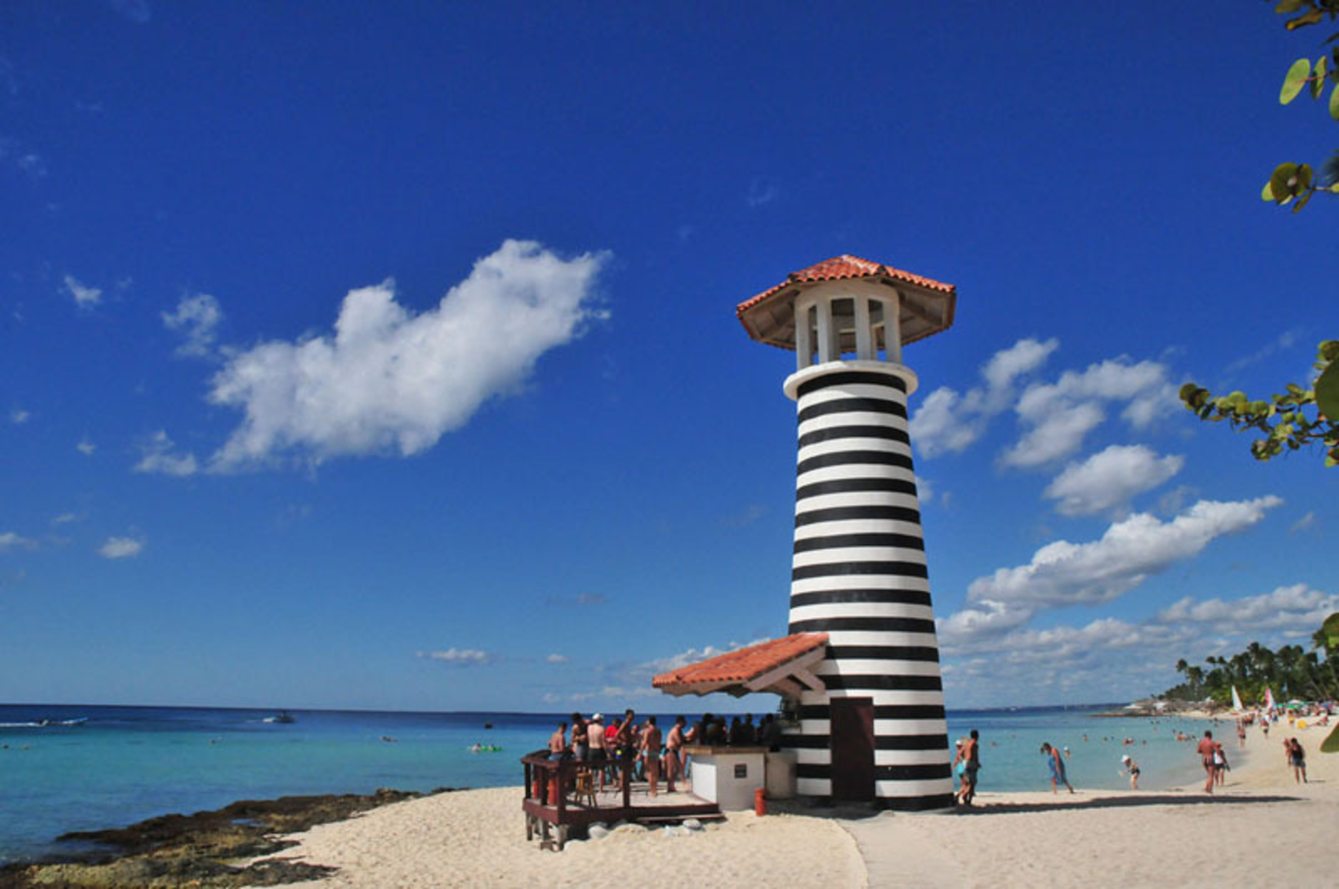 Escape to Dominican Republic this spring: destinations like beachy Bayahibe wait to sweep you off your feet.  (PRNewsFoto/Dominican Republic Ministry of Tourism)