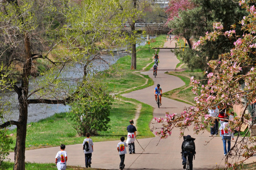 Denver locals and visitors enjoy a spring day on the Cherry Creek Bike Path.  (PRNewsFoto/VISIT DENVER, The ...