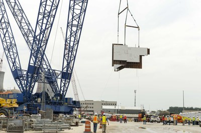 A 560-foot tall heavy lift derrick, one of the largest cranes in the world, lifts the 90-ton Unit 4 CA05 module into place at the Vogtle nuclear expansion.