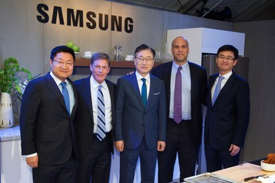 Pictured from left to right: Gregory Lee, President and CEO Samsung Electronics North America, Ken Fisher, Chairman and CEO Fisher House Foundation, BK Yoon, President and CEO, Consumer Electronics, Samsung Electronics, Senator Cory Booker, (D-NJ), Won-Kyong Kim, Executive Vice President, Samsung Electronics America