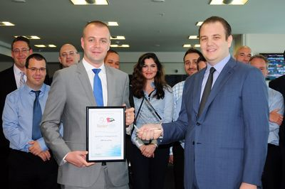 Adam Broom, CEO CPI Financial (left) presents the Best Forex Trading Services Award to Philippe Ghanem, MD and Vice-Chairman, ADS Securities