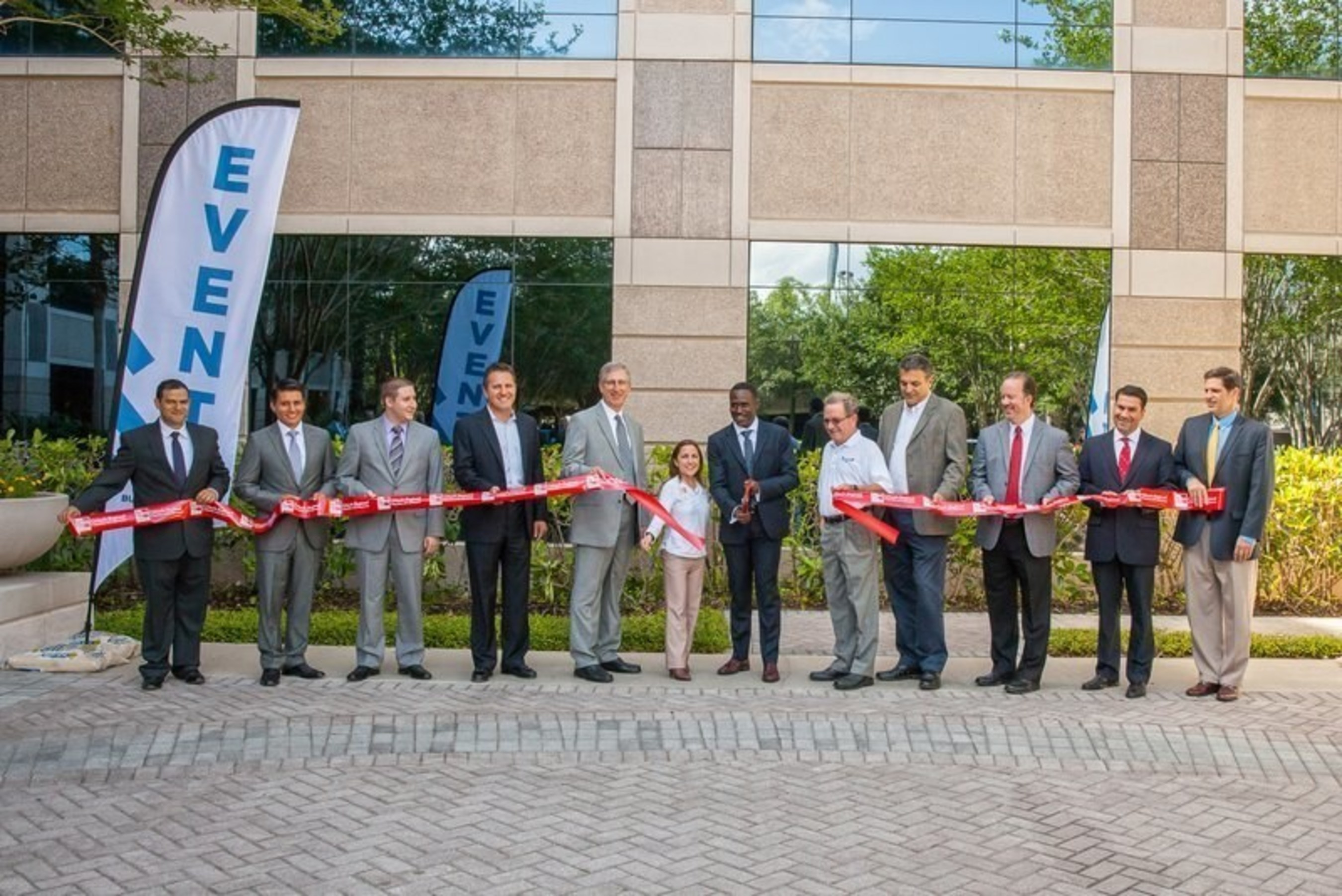 Maitland Mayor Dale McDonald and Seminole County Commissioner Bob Dallari joined Oko Buckle and his fellow employee-owners from award-winning AEC firm, Burns & McDonnell, to celebrate the opening of the firm's newest regional office in Greater Orlando.