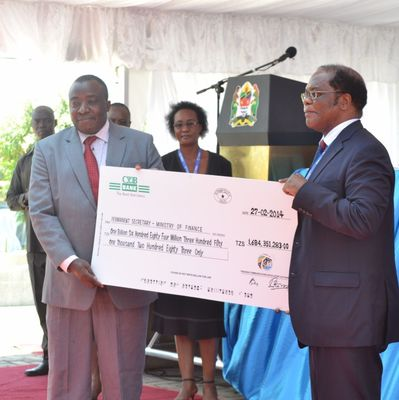 Inauguration TTMS 1.68 M$ to Gov treasury President of TZ 2014-02-27 13.07.31 (PRNewsFoto/Global Voice Group)
