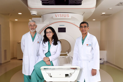 Nicklaus Children's Hospital Neurosurgeons pose with the iMRI from L to R: John Ragheb, MD; Toba Niazi, MD; Sanjiv Bhatia, MD.