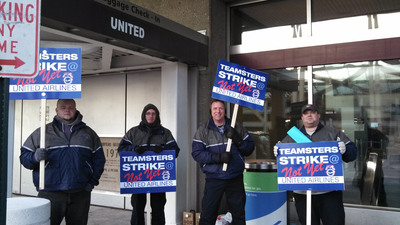 United Airlines Aviation Mechanics represented by the Teamsters Union hold informational pickets at 10 airports across the country.  (PRNewsFoto/International Brotherhood of Teamsters)