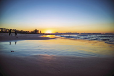 Main Beach is located in Australia's eastern most town, Byron Bay, where the Hollywood actor Chris Hemsworth has recently relocated with his family Los Angeles.