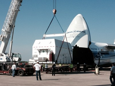 Off-loading the SSL-built AsiaSat 6 spacecraft from a transport aircraft at Cape Canaveral. (PRNewsFoto/SSL)