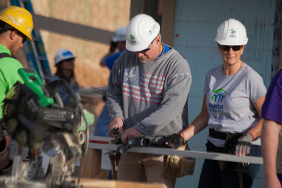 Country music stars Garth Brooks and Trisha Yearwood joined President and Mrs. Carter and nearly 3,000 volunteers this week to help build, renovate and repair 86 homes in Oakland and San Jose, Calif.; Denver; New York City; and Union Beach, N.J. as part of Habitat for Humanity's 30th annual Jimmy and Rosalynn Carter Work Project.  (PRNewsFoto/Habitat for Humanity International)
