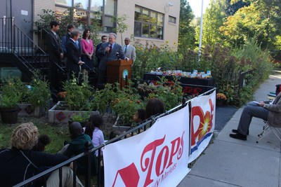 Dole Packaged Foods VP, Sales Larry White and local Buffalo dignitaries at the Nardin Academy Captain Planet Foundation Learning Garden inauguration sponsored by Dole and Tops Markets