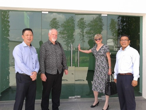 Left to right: Billy Chuah, Alan Briggs, Paula Staples and Zainol Razak of Owen Mumford open the new Malaysia building. (PRNewsFoto/Owen Mumford) (PRNewsFoto/Owen Mumford)