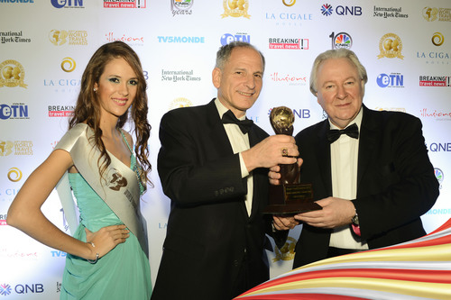 "Executive Director of Hainan Airlines in the United States Joel M. Chusid and World Travel Awards founder and President Graham E. Cooke hold Hainan Airlines' award for ""World's Leading Airline - Economy Class 2013"".  (PRNewsFoto/Hainan Airlines Co., LTD)"